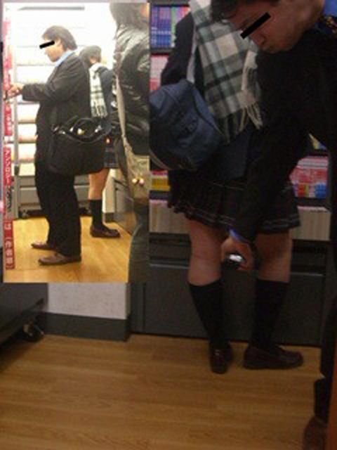 パンツ盗撮してるオヤジ達バレバレすぎてヤバすぎエロ画像 2302