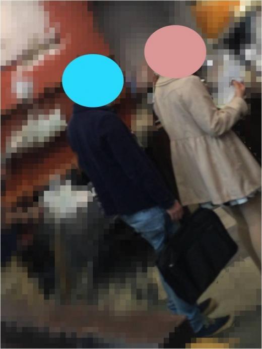 パンツ盗撮してるオヤジ達バレバレすぎてヤバすぎエロ画像 2311