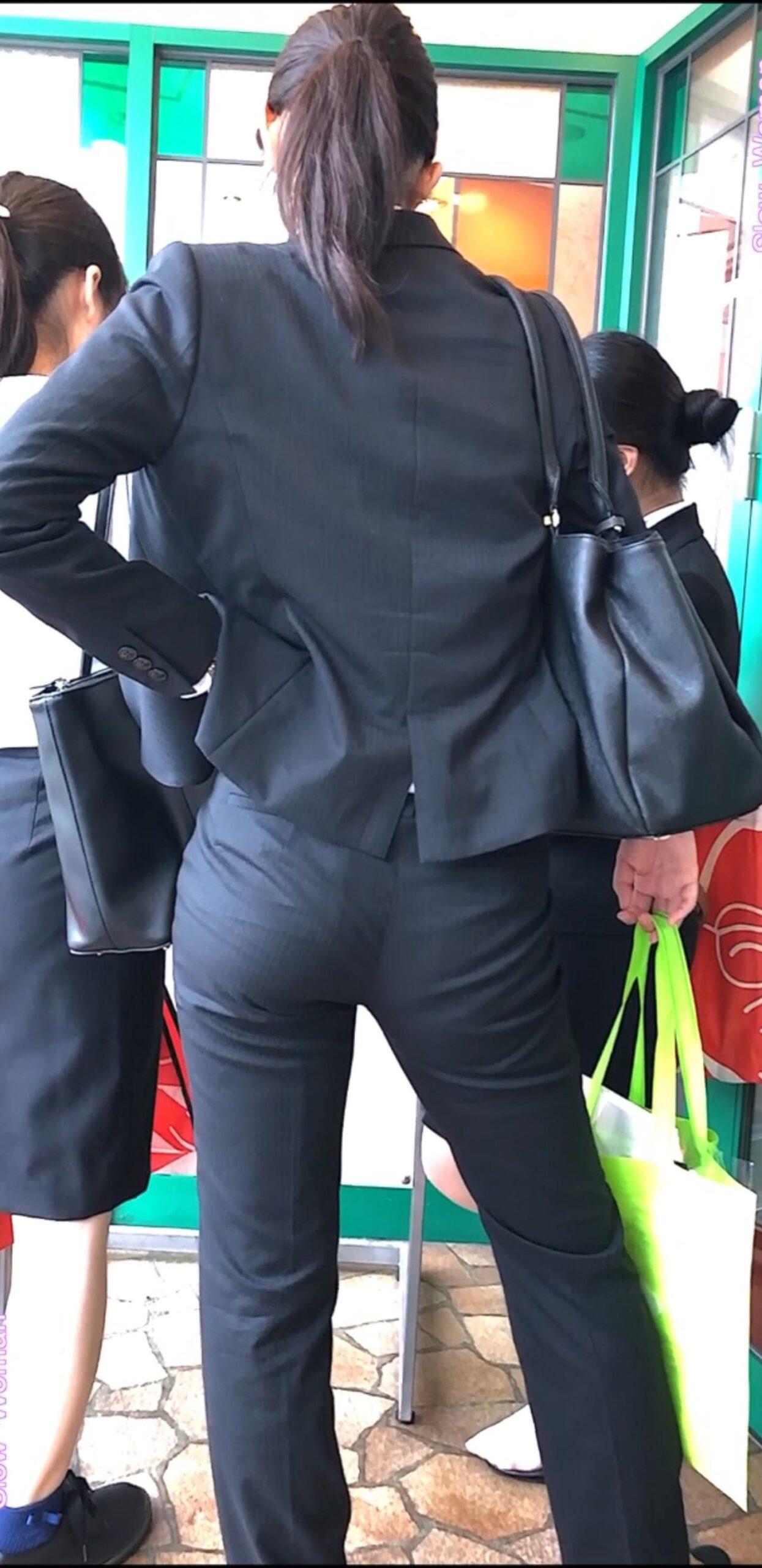 お尻パツパツでスーツ着てるOL街撮りエロ画像 ugXOHAr scaled