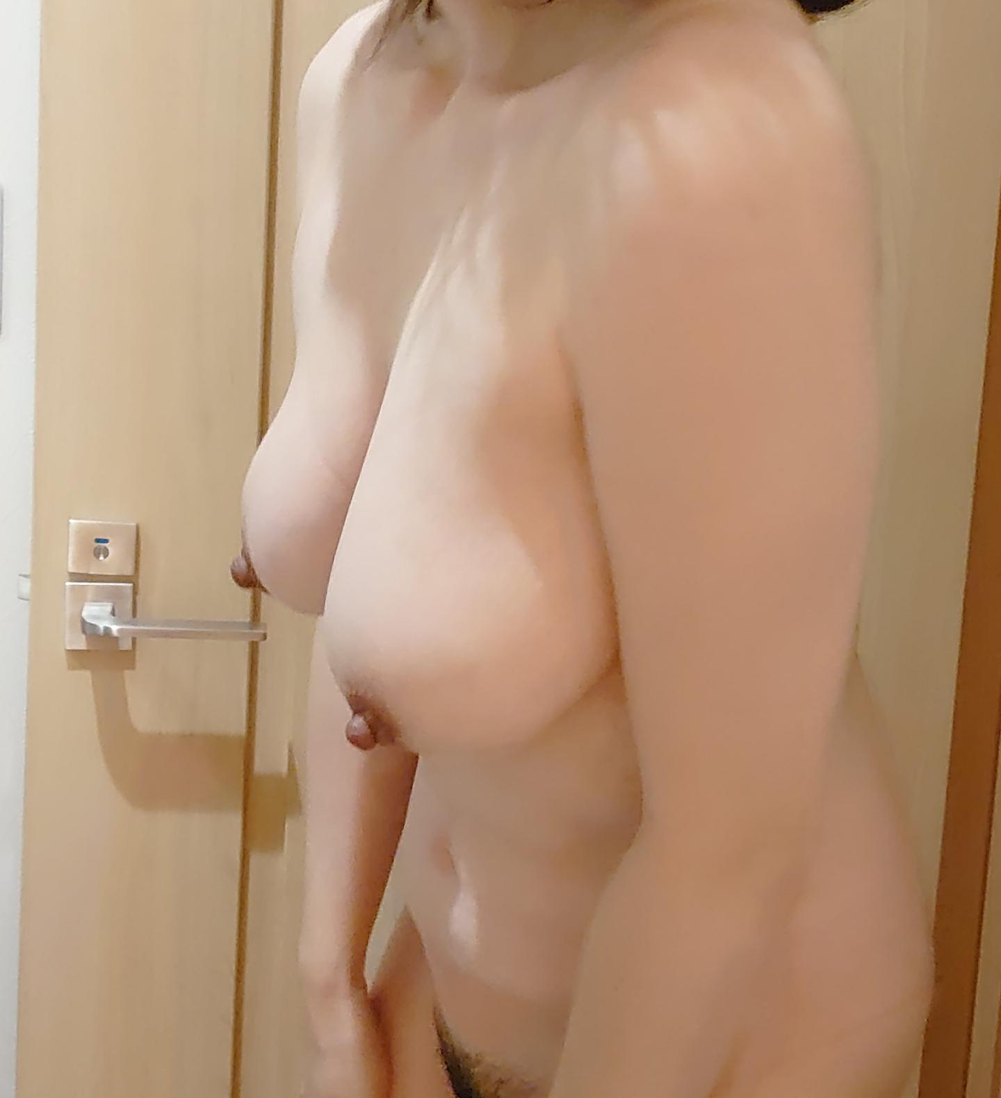 乳首デカめの36歳セフレBBAのおっぱい画像撮ったから晒してくwwwwwwwwwwwwwwwww IpluAgb