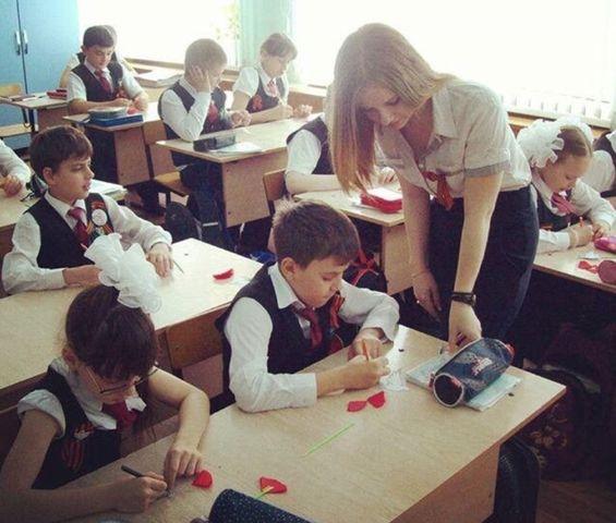 巨乳ロシア人女教師さん、今日もおっぱいボヨンボヨンで真面目な授業wwwwwwwwwwwwwwwwwww e6ac8db5
