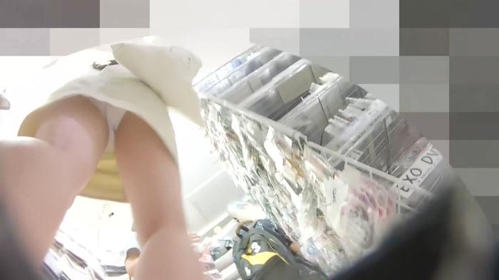 韓流グッズを買い物中のJDっぽい素人娘の逆さパンチラだぁーwwwこれってガチ盗撮画像じゃねーのーwww 1IZOAG5EU4