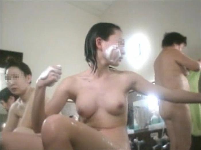 銭湯で体を洗ってる全裸の素人娘たちをガチ盗撮だぁーwww生々しいエロさが素晴らしい入浴画像だぁーwww 1bIU73rKyWPlyt