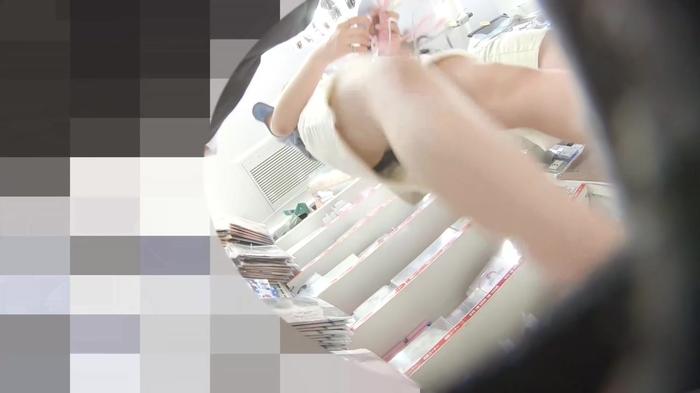 韓流グッズを買い物中のJDっぽい素人娘の逆さパンチラだぁーwwwこれってガチ盗撮画像じゃねーのーwww 2UKDPUn6XwMWY4