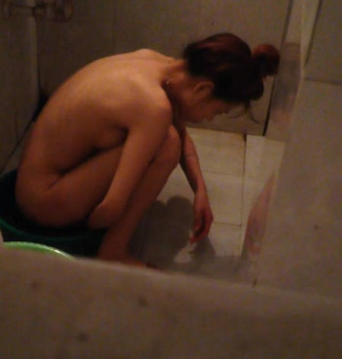自宅で入浴中の素人娘たちの全裸姿をコッソリ覗いちゃったぜぇーwww 自宅の風呂に入っている彼女や家族の素人ヌードだぁーwww 5G7Y3UIK7yjJ4raK