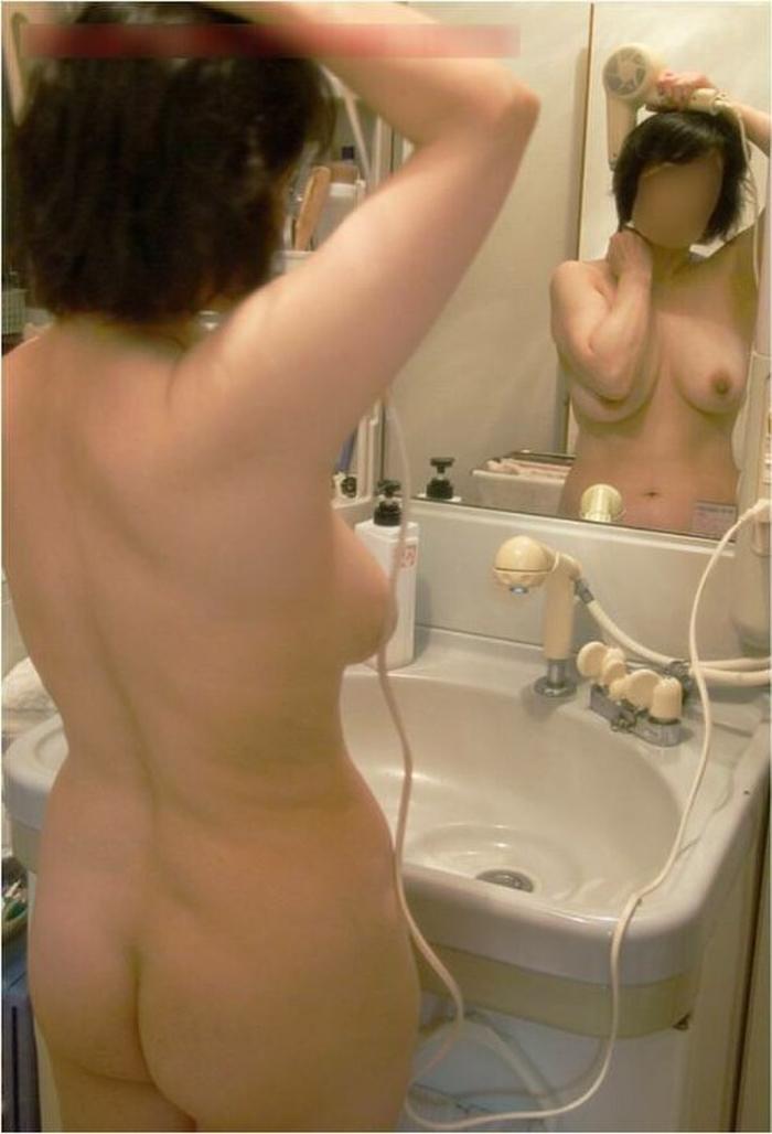 ありのままの生々しい姿で家の中をうろつく家庭内素人エロ画像がめっちゃ抜ける件!!!!!!!!!!!!! 5wdyjf5t