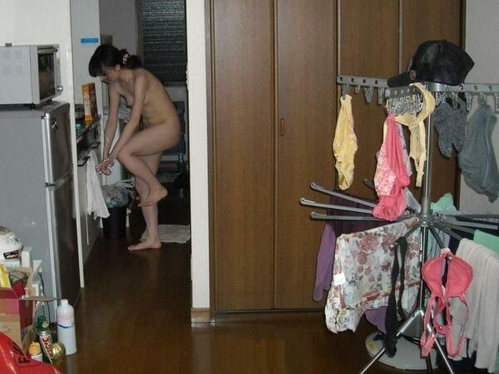 ありのままの生々しい姿で家の中をうろつく家庭内素人エロ画像がめっちゃ抜ける件!!!!!!!!!!!!! KBCxI7sqnWCf4
