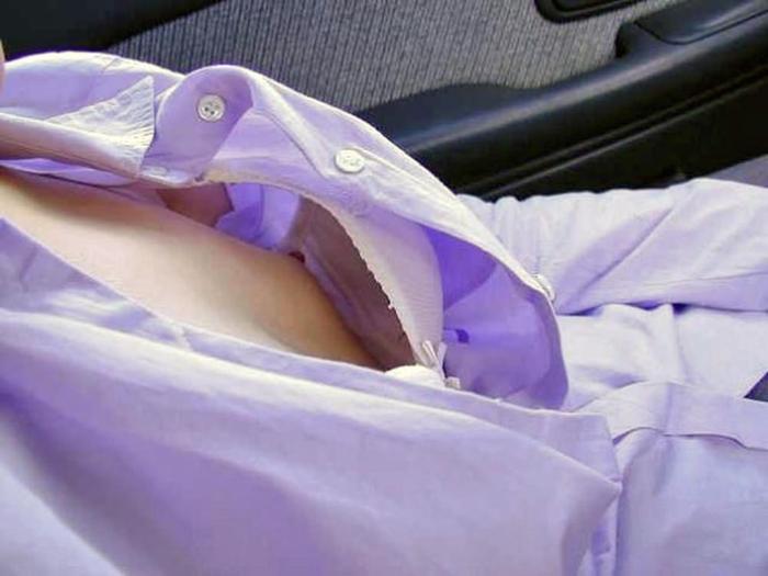 胸元チラリしてる乳房おっぱいがの谷間が丸見えだぁーwww後ろから近づいて揉みしだきたいーwww LCvl53ATKj