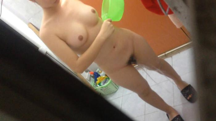 自宅で入浴中の素人娘たちの全裸姿をコッソリ覗いちゃったぜぇーwww 自宅の風呂に入っている彼女や家族の素人ヌードだぁーwww bU2rn5Uk56XXB9