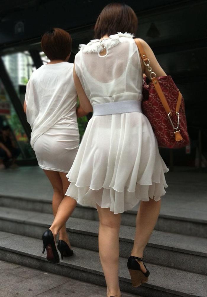 パンティーラインがくっきり透けてるスケベな街撮りお姉さんのエロ画像だぁーwww UaK4ruvTZWvb