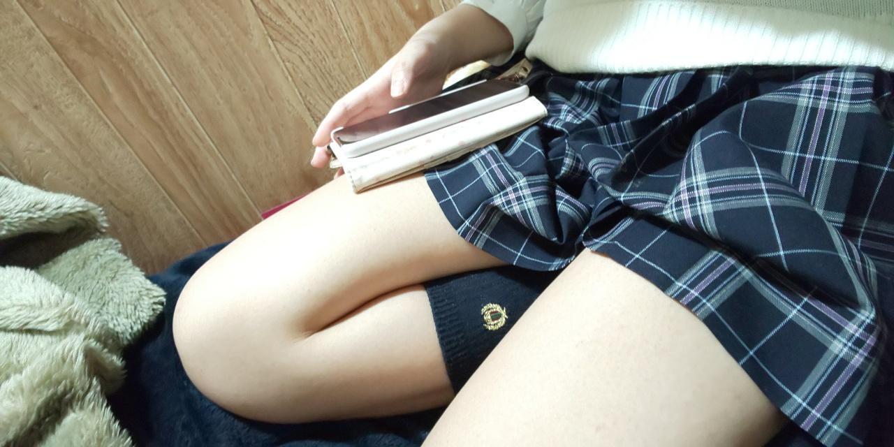 女子高生の太もも、すべすべしててエッチすぎるwwwwwwwwwwww epDG5PU