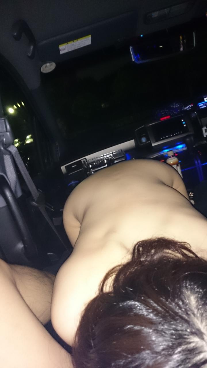 カーセックスおっ始めそうな勢いの車内エロ画像 4Ia8H