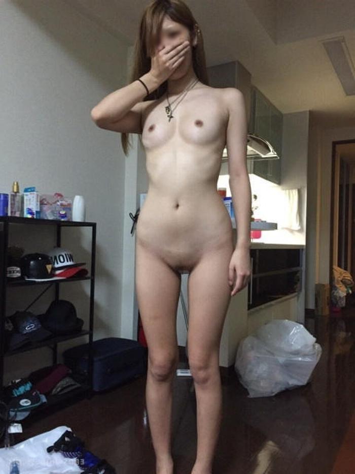 彼女が全裸でセックス誘ってくるからエロ画像撮影したぞぉーwww結構抜けるよなぁーwww D44KKhrwGT