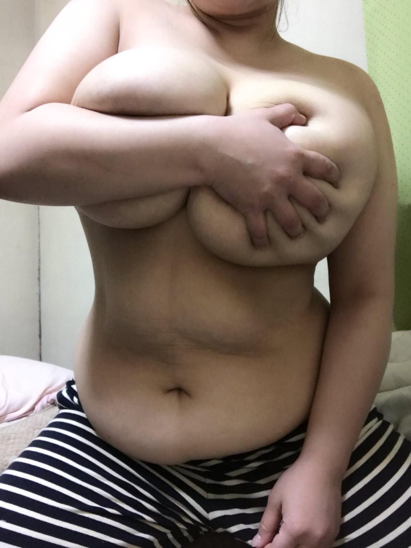ダイナマイトな体してるぽっちゃり女子のエロ画像 c3XQTNoTVH