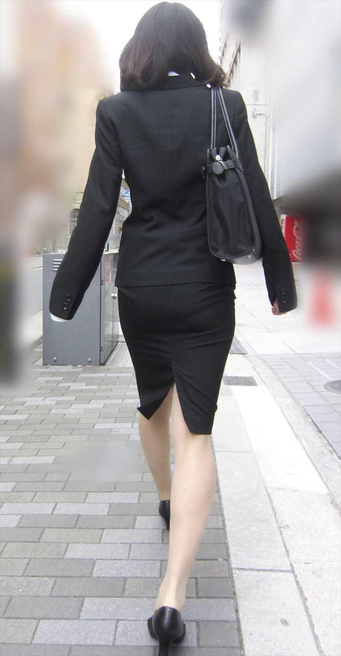 リクルートスーツのお姉さんの街撮り画像だぁーwwwお尻プリプリで最高だぜぇーwww 03HjGZSy62 1
