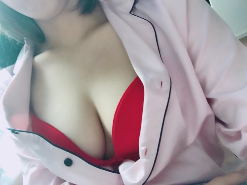 赤色がセクシーなお姉さん下着姿のエロ画像 0X4vUjHD