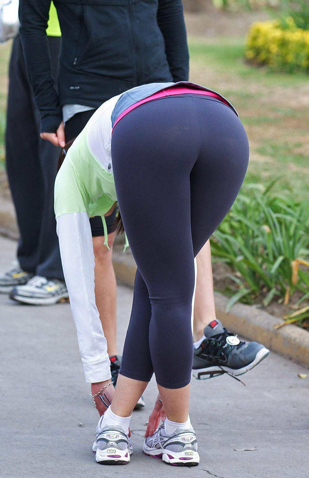 スパッツとかレギンス履いてる女体に視線行ってしまう街撮りエロ画像 41xH