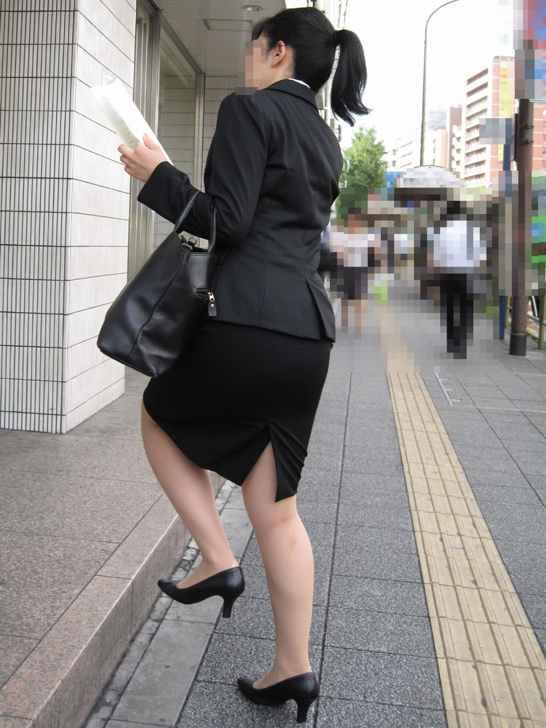 リクルートスーツのお姉さんの街撮り画像だぁーwwwお尻プリプリで最高だぜぇーwww 81yy5YNjdIuL