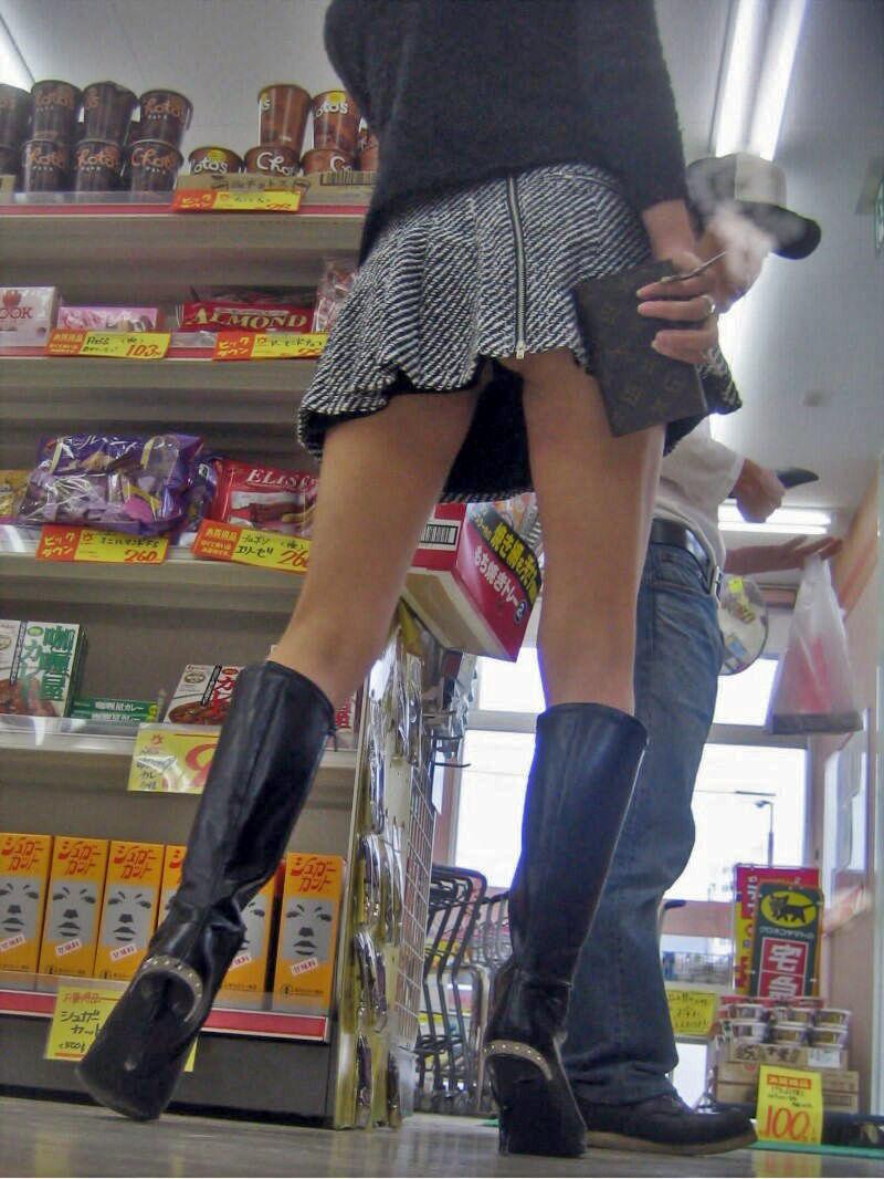 コンビニでこっそり撮られた女さんたちのエロ画像 S0AAE56ZaKGRQ2