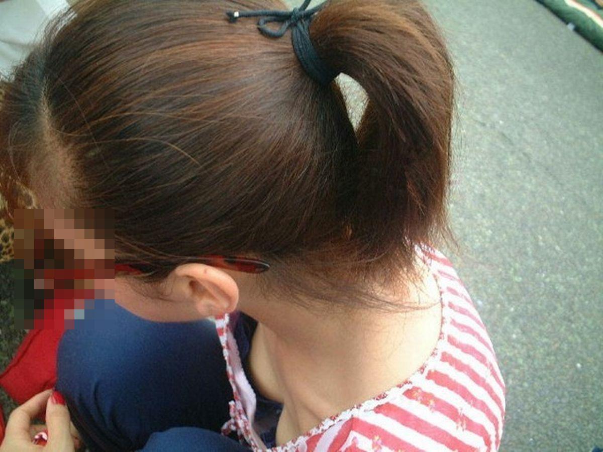 レーズン乳首が見えちゃってるうひょうひょ胸チラエロ画像 kSAMYVu