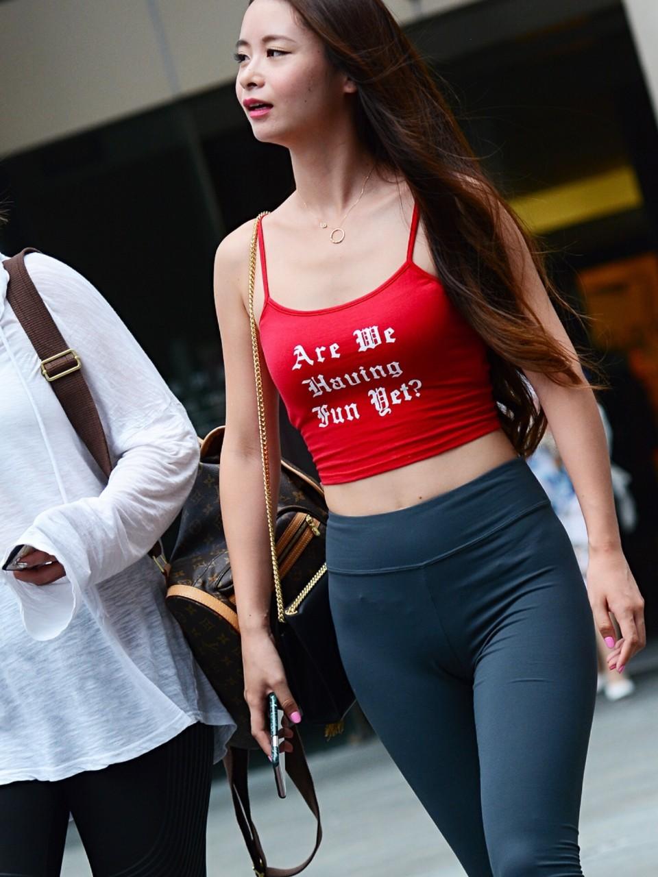スパッツとかレギンス履いてる女体に視線行ってしまう街撮りエロ画像 lYDp9HkEveaJzAHw