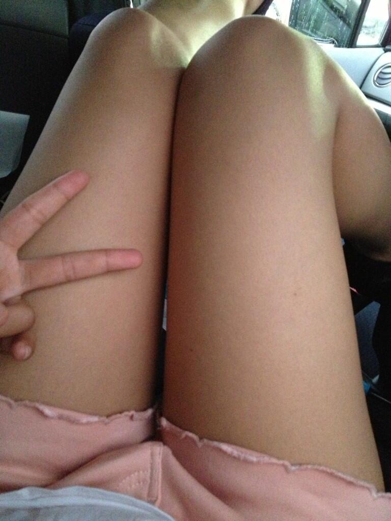 パンツが見えなくても抜ける女の子の太ももエロ画像 9L6Vb69v3