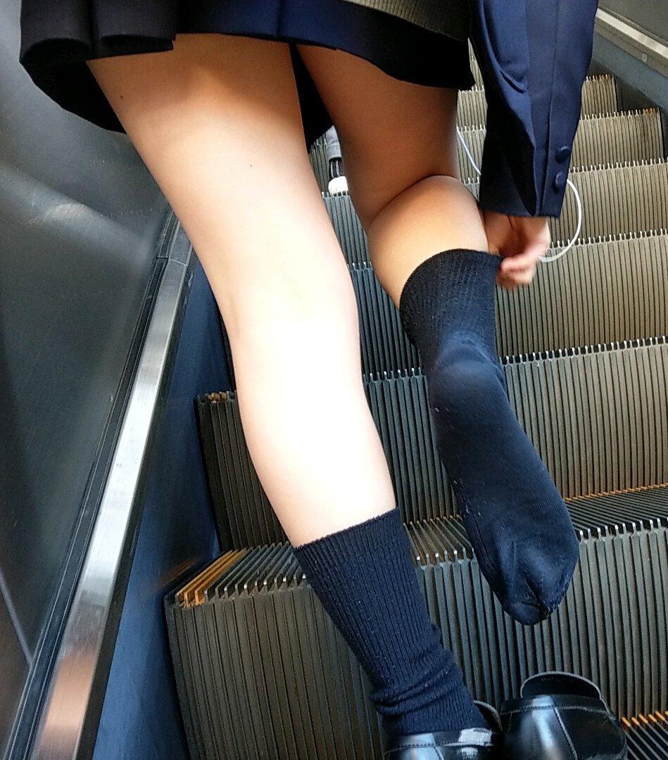パンツが見えなくても抜ける女の子の太ももエロ画像 Bl5NNRo