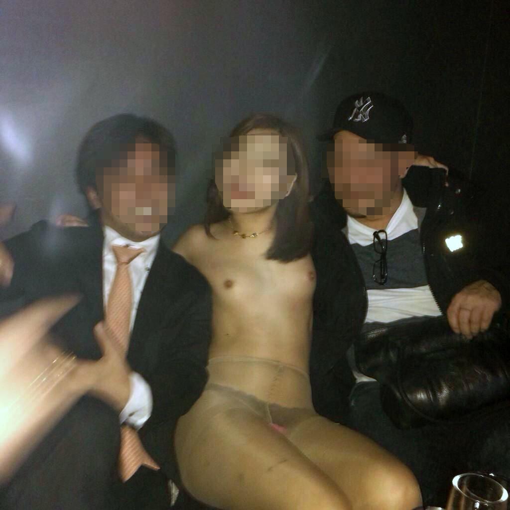 ヤリサーで酒が入ると男女が乱れるエロ画像 F5GXf1p6qSQF47E