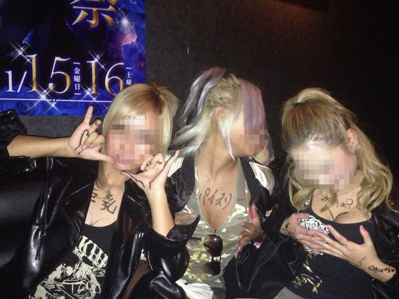 ヤリサーで酒が入ると男女が乱れるエロ画像 GOaDQQbuZV35uiBN
