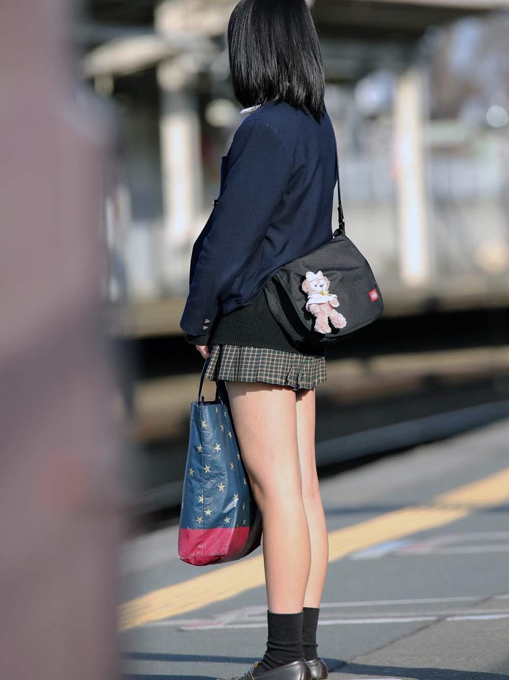 パンツが見えなくても抜ける女の子の太ももエロ画像 Irx4WdLeu3
