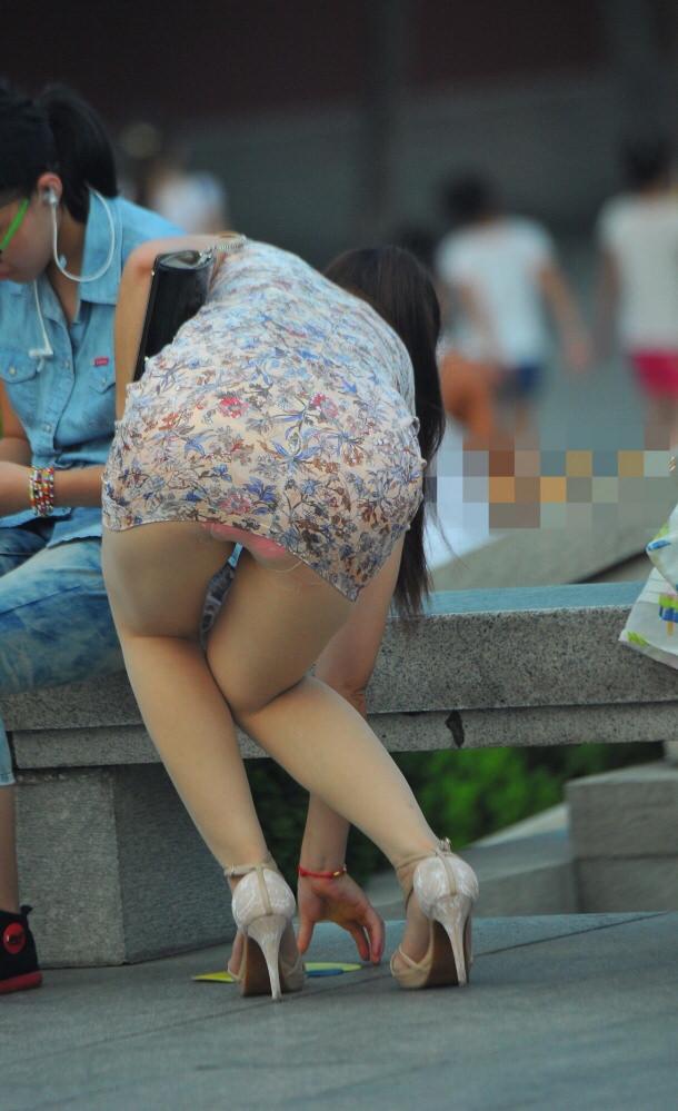 お姉さんのパンチラとか街撮りパンティーのエロ画像 Xq46Lp1YQ2Lq2rw