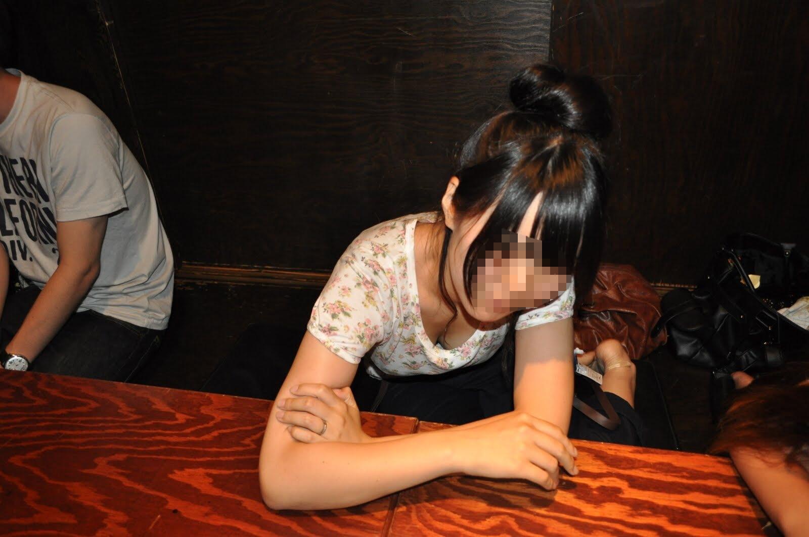 ヤリサーで酒が入ると男女が乱れるエロ画像 YjX9YkzWo2cEWqD