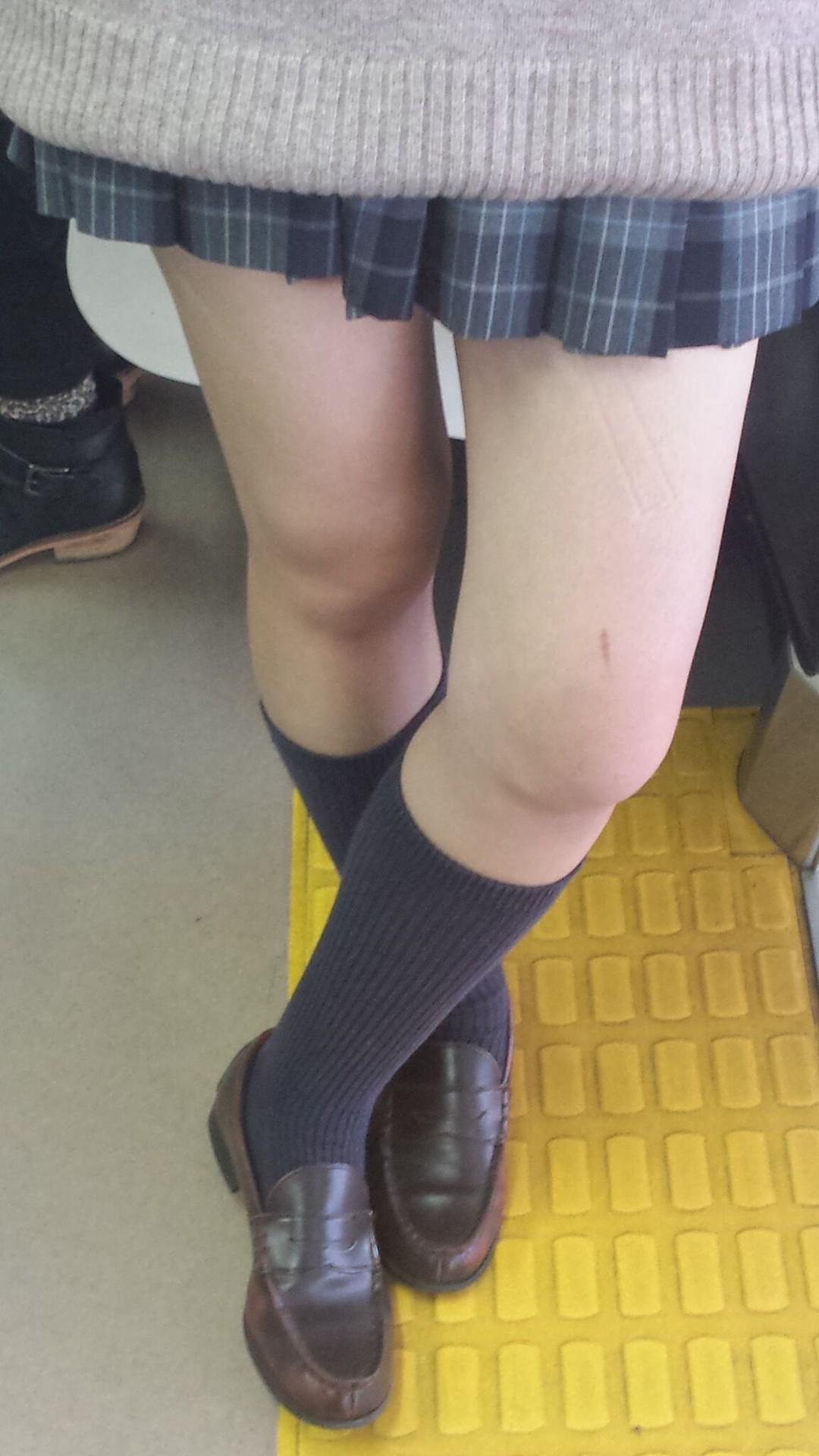 パンツが見えなくても抜ける女の子の太ももエロ画像 l2tqEoY5L