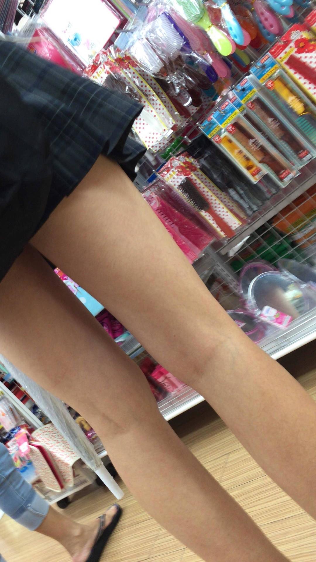 パンツが見えなくても抜ける女の子の太ももエロ画像 uO4Bu1B