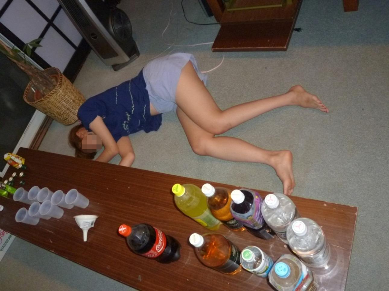 ヤリサーで酒が入ると男女が乱れるエロ画像 vivHzSoAZ6N67Ch