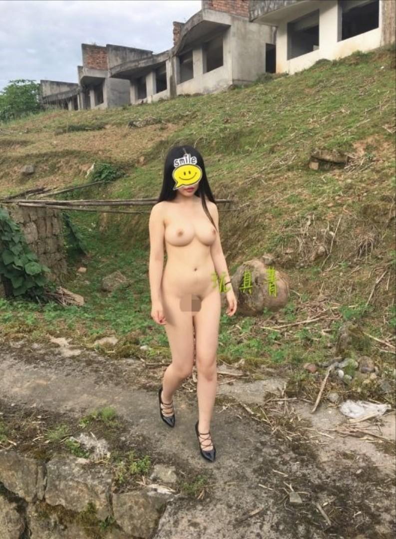 アジアン女性の野外露出が性的すぎてエッチなエロ画像 A2Ce654I3twt