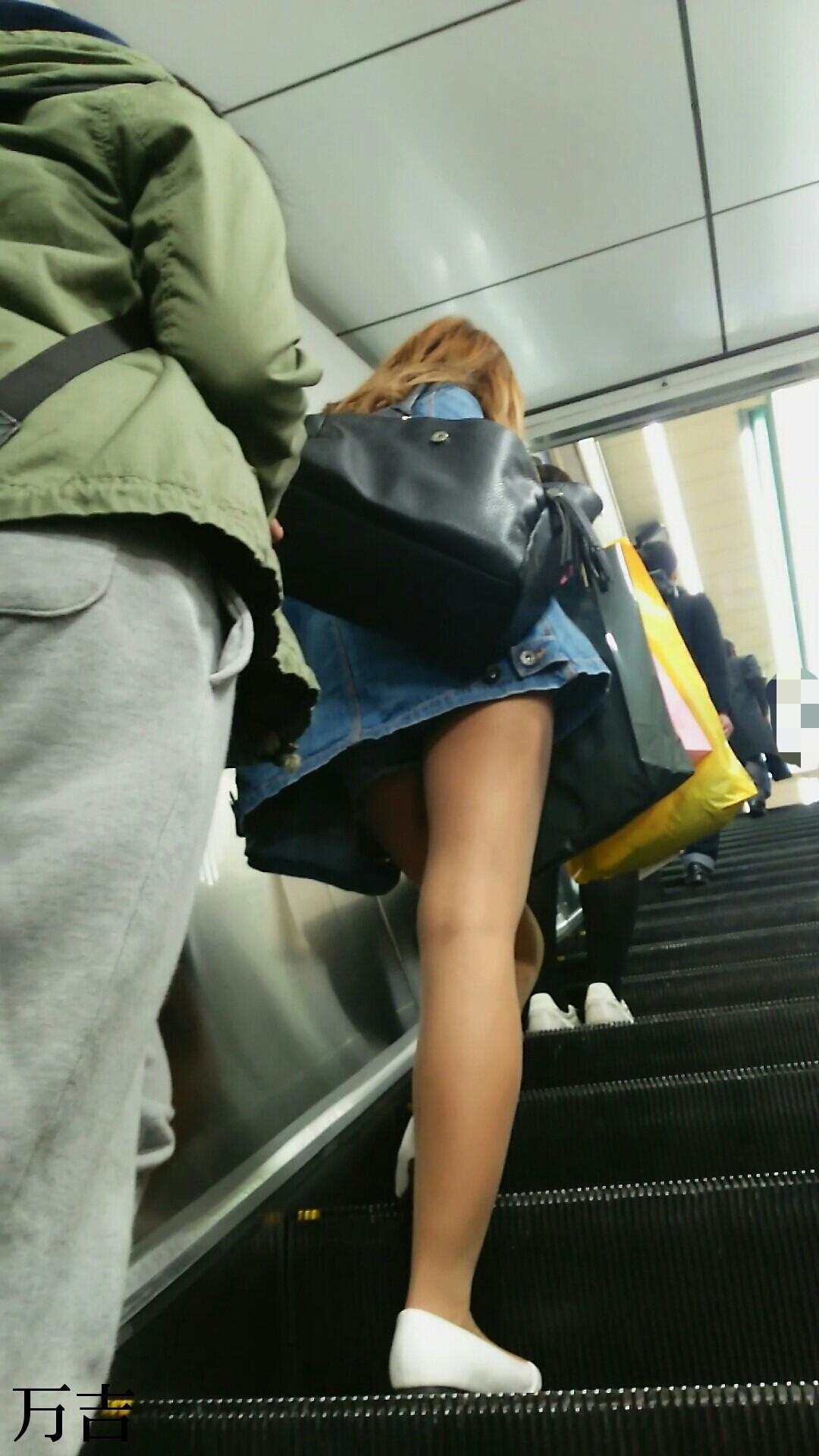階段登るお姉さんのミニスカパンチラが超エッチwwwwwwwwwww Bitxyy7Sk5tI57Z8