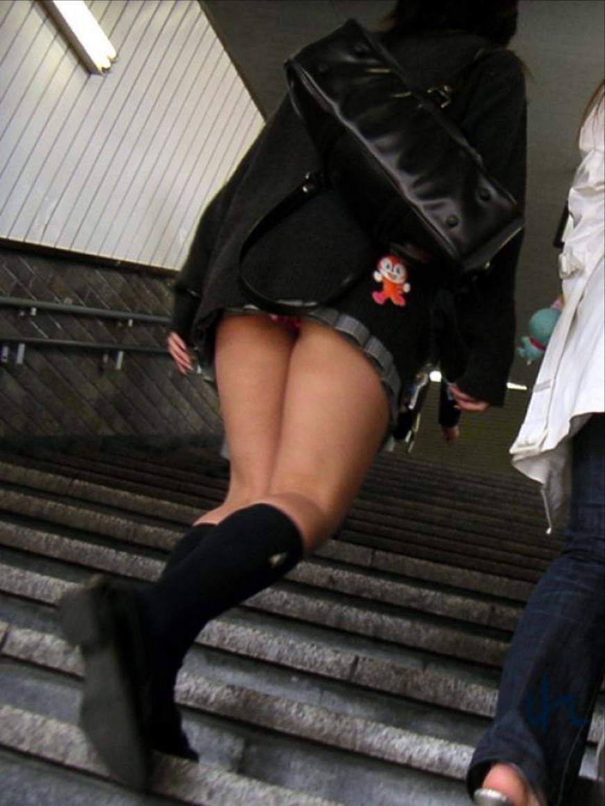 階段登るお姉さんのミニスカパンチラが超エッチwwwwwwwwwww GUmXYXGlUx76u