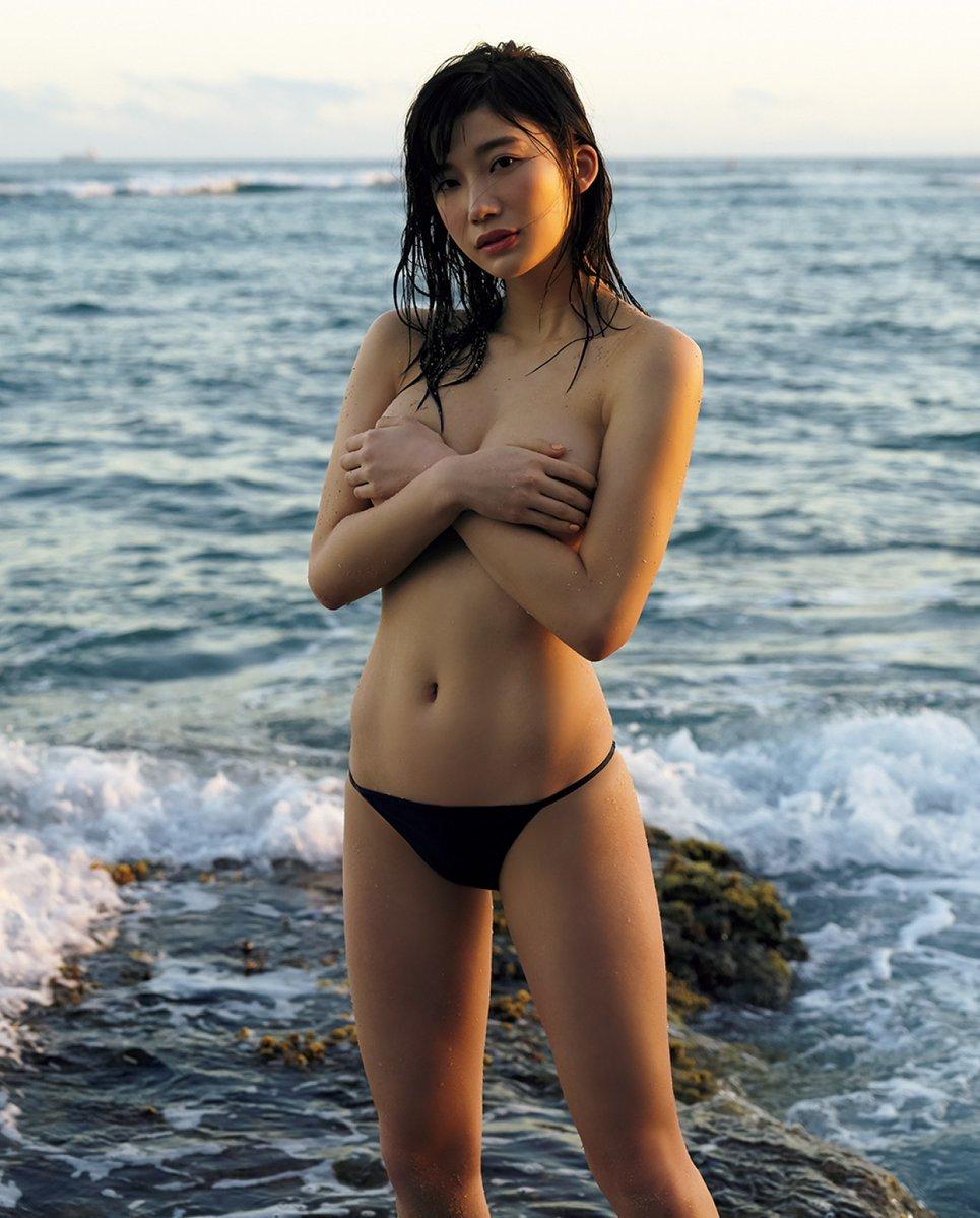 乳首を手ぶらで隠してる巨乳おっぱい女さんのエロ画像wwwwwwwwwww P9JKaqV8