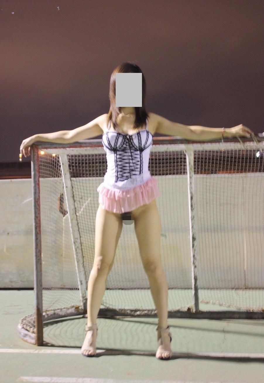 アジアン女性の野外露出が性的すぎてエッチなエロ画像 Qu75y9KOqqDItQH8