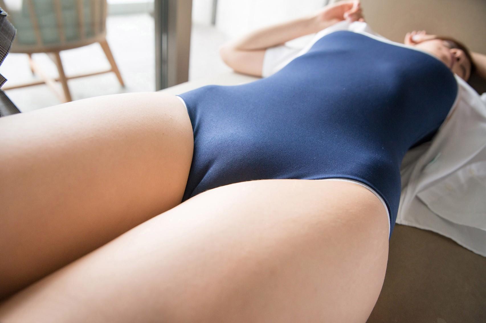 マン筋がっつり見えてる女さんの卑猥な股間のエロ姿wwwwwwww XZDdGvUc