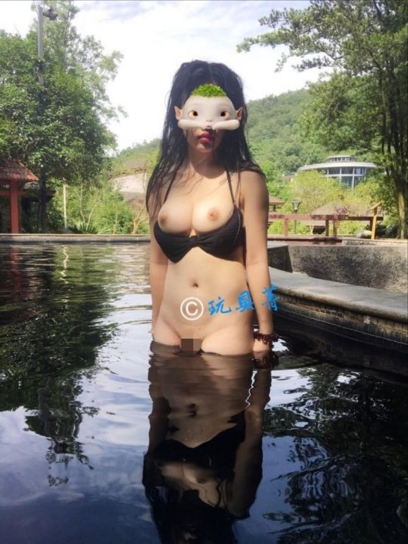 アジアン女性の野外露出が性的すぎてエッチなエロ画像 zr7N1MeJHZvVw