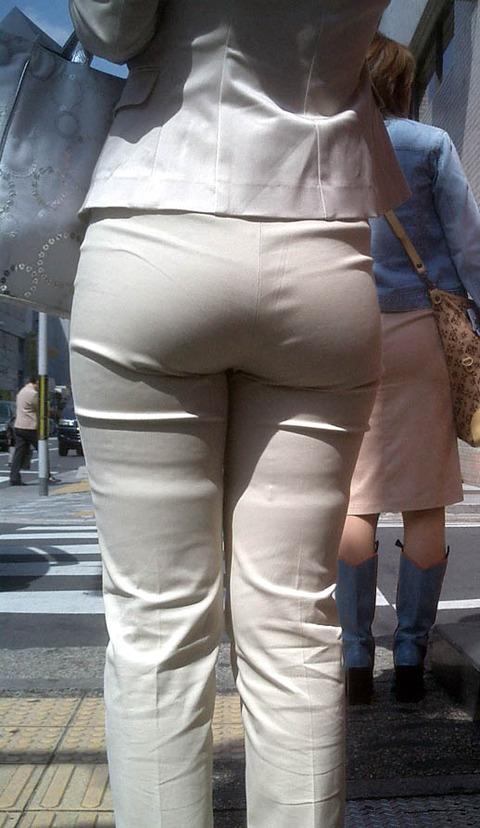 透けパンチラで街を練り歩く素人お姉さんのエロ画像 00515fe3 s