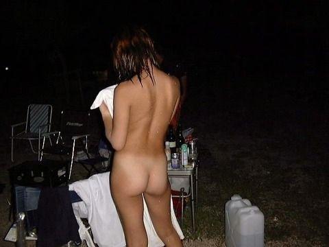 恥ずかしがる素振りがない普段から野外露出してる素人エロ画像 01dcc21a