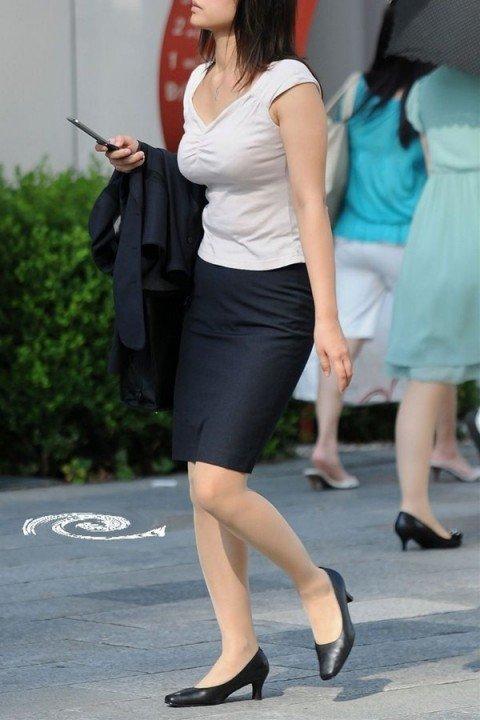 はち切れそうな着衣おっぱいしてる街角巨乳お姉さんの素人エロ画像 0207dbad