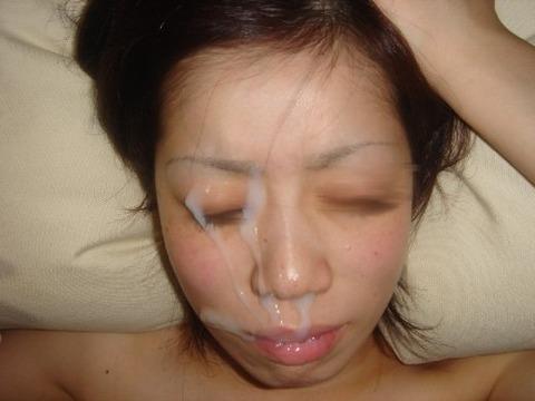顔射されてお姉さんの顔面がベトベトな素人エロ画像 038bc608 s