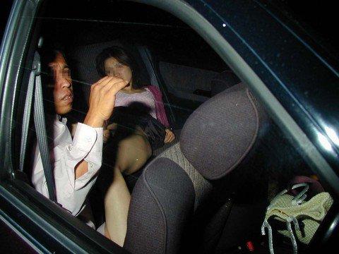 夜な夜なカーセックスしてるカップルを捉えたガチな素人エロ画像 090732c5
