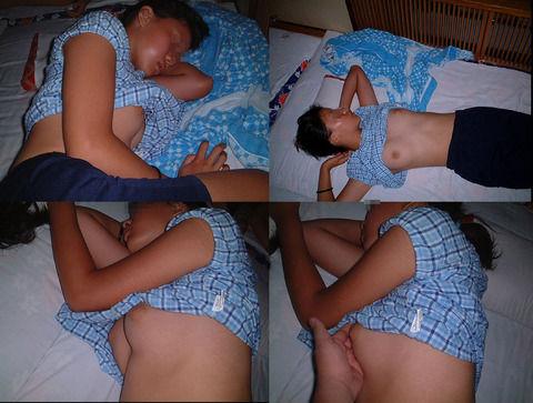 セックスに疲れて熟睡してる彼女の素人エロ画像 0d13a302
