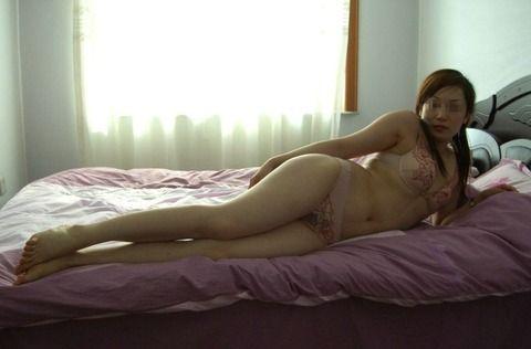 自意識過剰なセフレの素人妻をホテルで撮影したエロ画像 118b332a