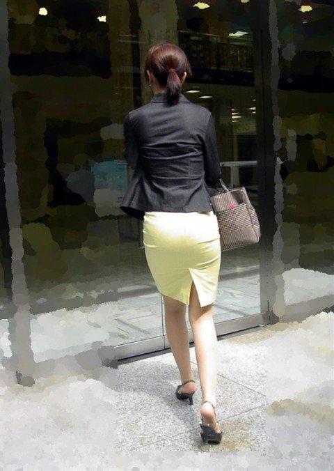 パンツが透けて視線に困るお姉さま達のお尻のエロ画像 1234bfd0